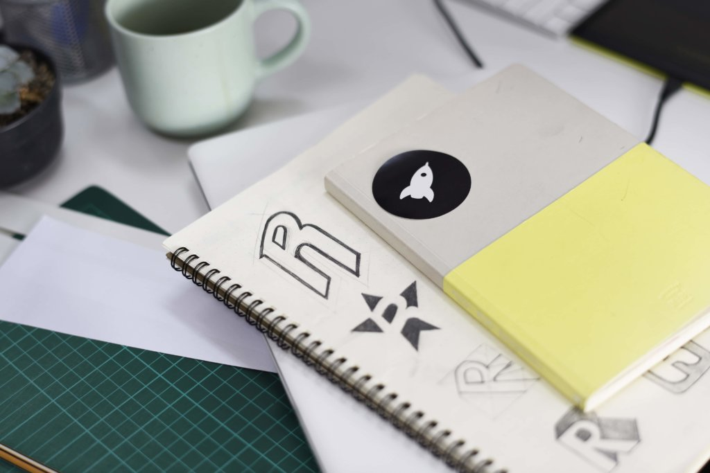 SEO優化樹立品牌意識-中小型企業網站做seo優化服務有哪些優勢notebook-with-brand-logo-creative-design-ideas-PPJRCH5 (1) (1)